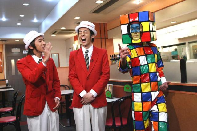 [تصویر: Rubik_man_by_TV_channel8_Japan.JPG]